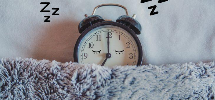 Melatonina – w jakich okolicznościach suplementować ten hormon snu?